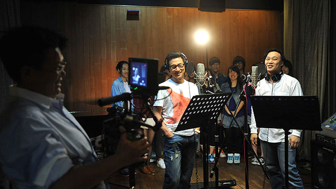 Singers Jacky Cheung and Eason Chan for Hong Kong Our Home Campaign