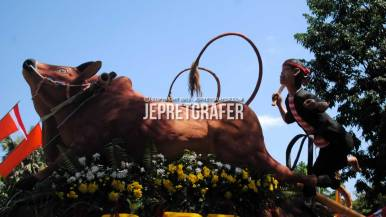 Karapan Sapi Madura, Culture Parade and Flower Carnival, Surabaya